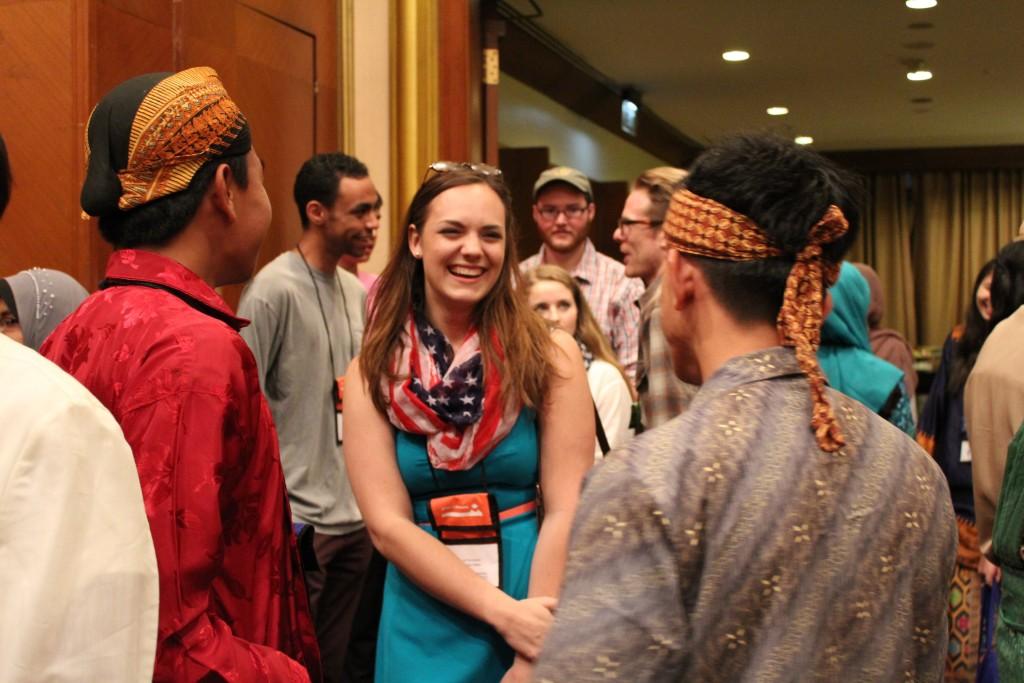 Jori Bonadurer, Cultural Vistas alumna and youth mentor, meets the YSEALI oceans participants during the opening ceremony.